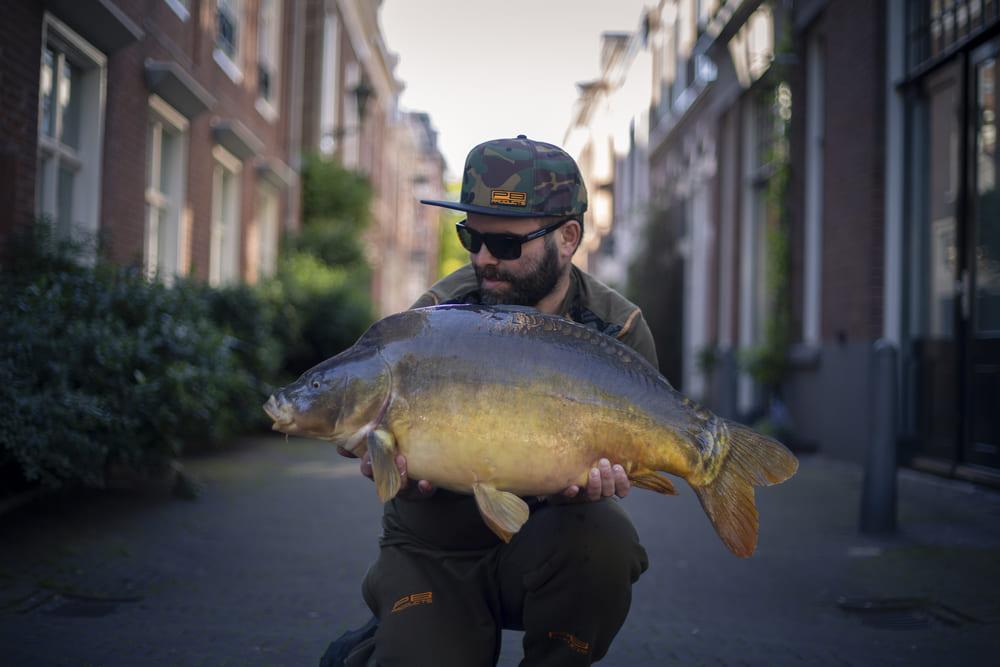 Compact vissen met de nieuwe Black Spirit hengels van PB Products – Op pad met Joris van Ophuizen!