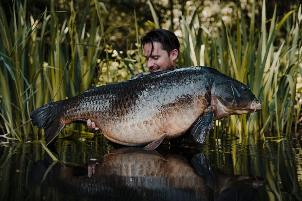 [VIDEO] Bizarre Nederlandse BAKKEN in Fishing With Balls van Pro Line